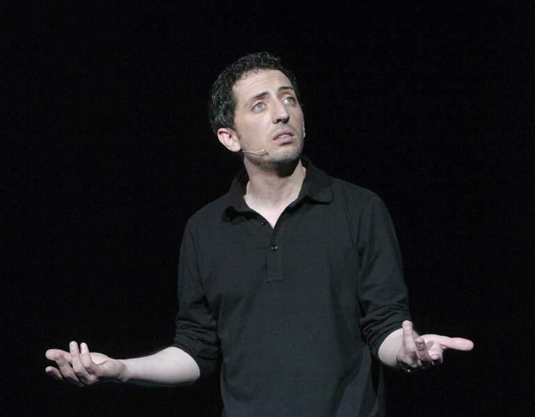 Gad Elmaleh sur scène pour la soirée Rire contre le racisme (2004)