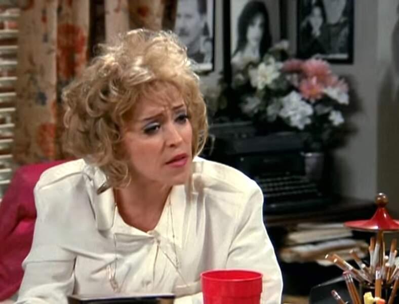 June Gable jouait Estelle, l'agent nullissime de Joey.