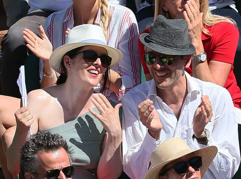 Grâce à son éventail estampillé Roland-Garros, Valérie Donzelli n'a pas trop souffert de la chaleur