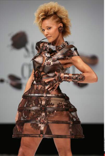 L'animatrice Amanda Scott et sa tenue moderne, au Salon du Chocolat 2016