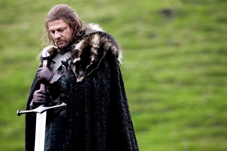 Sean Bean interprète le patriarche de la famille Stark, Eddard (Ned)