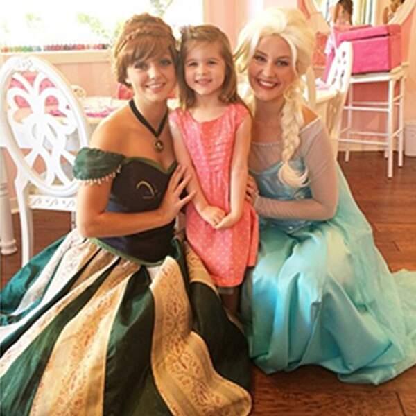 Libérééééée, délivrééée... Harper est aussi très proche d'Elsa et Anna