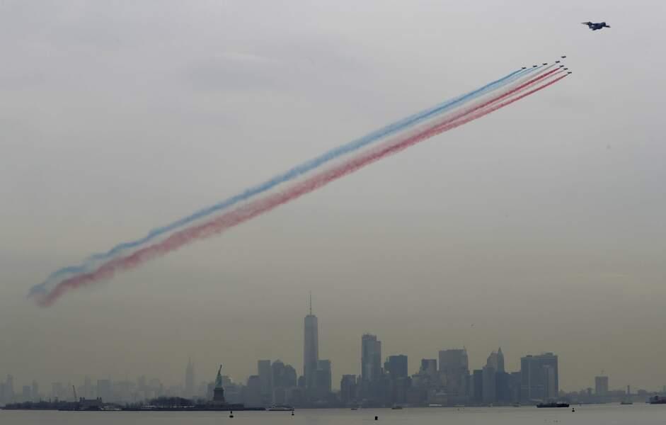 La traînée de fumée tricolore a illuminé le ciel new-yorkais