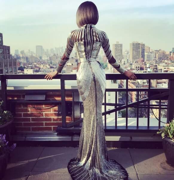 La robe très moulante de la top-model Dourdan Junn !