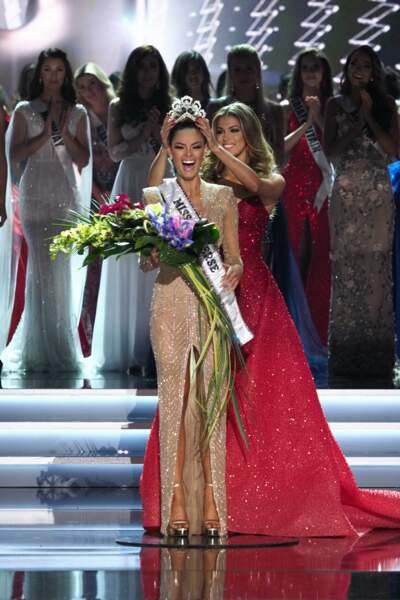 Iris transmet sa couronne à la nouvelle Miss Univers 2017, Demi-Leigh Nel-Peters