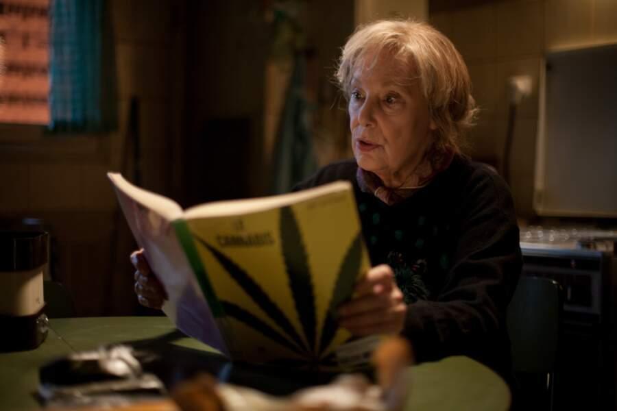 Paulette (Bernadette Lafont), mamie dealeuse dans le film homonyme (2013)
