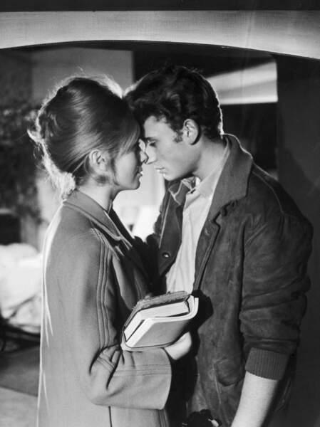 Première apparition de Johnny sur grand écran face à Catherine Deneuve dans Les Parisiennes (1961)