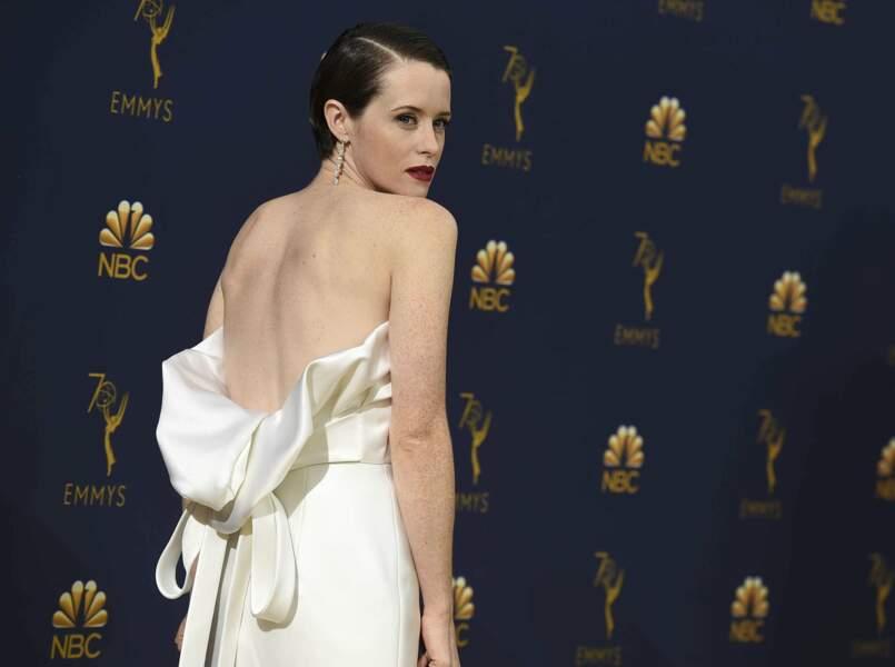 Le regard de braise et le dos dénudé, Claire Foy ne laisse personne indifférent