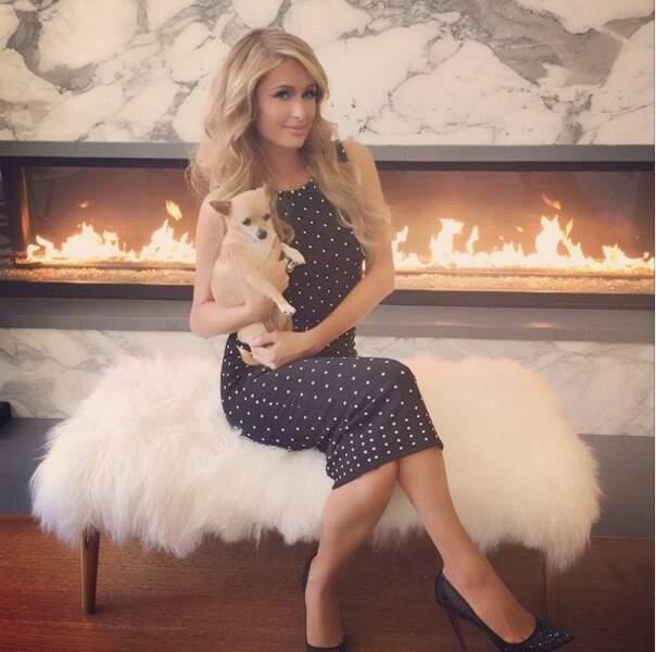 Paris Hilton et ses poses toujours aussi naturelles !