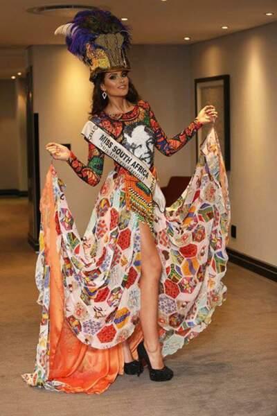 En tenue africaine, pour représenter son pays lors de l'élection de Miss Monde 2014