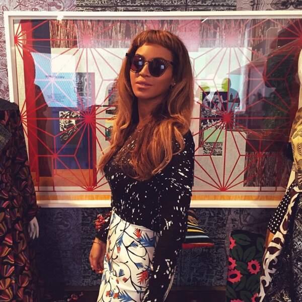 Beyoncé, elle, a tenté la mini-frange. RATÉ !
