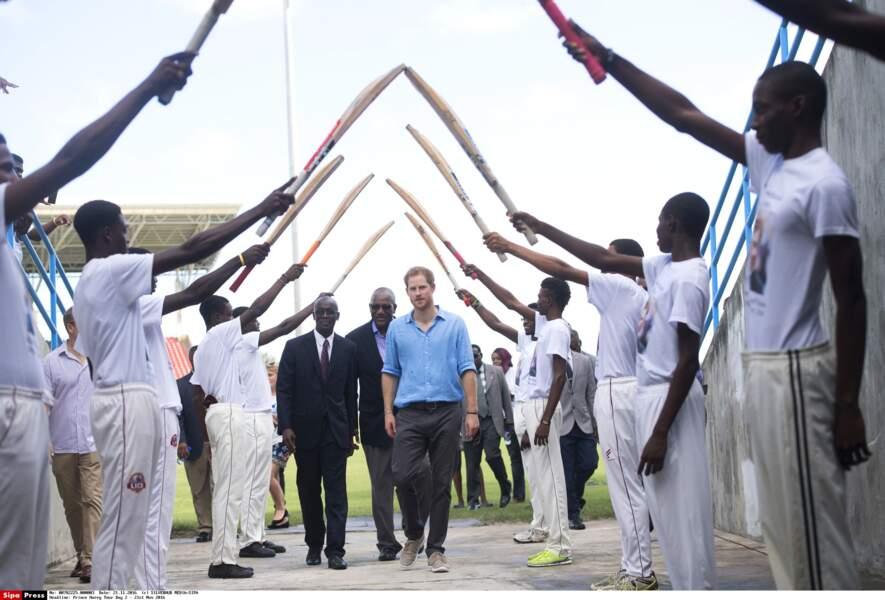 Le prince Harry est le roi des joueurs de cricket