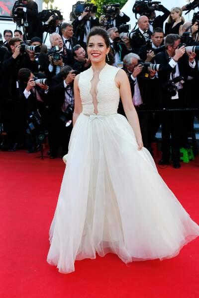 America Ferrera, toute de blanc vêtue