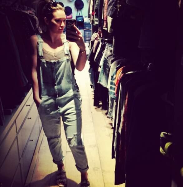 L'actrice aime parfois retrouver les vêtements de Lizzie McGuire, la série qui l'a révélée