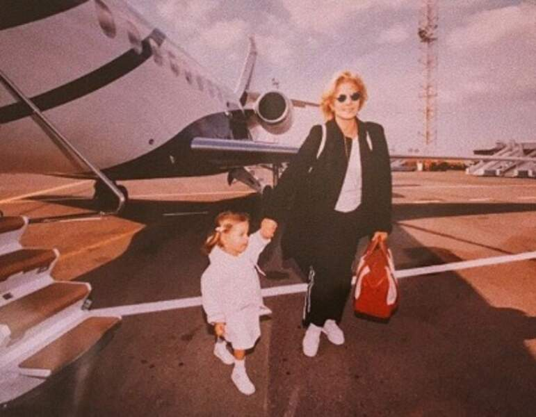 Voici une photo vintage de Sylvie Vartan et sa fille Darina.