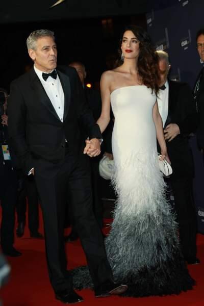 George Clooney et son épouse Amal, qui arborait son joli baby bump !