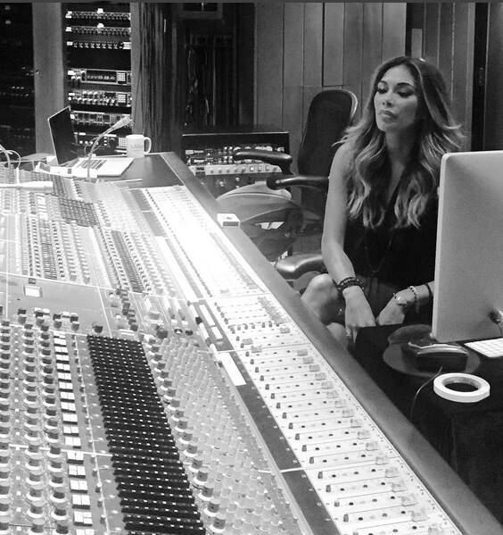 Fini les vacances également pour Nicole Scherzinger, l'ex de Lewis Hamilton est de retour en studio