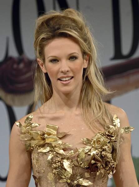 Elle ose aussi le doré, lors du Salon du Chocolat