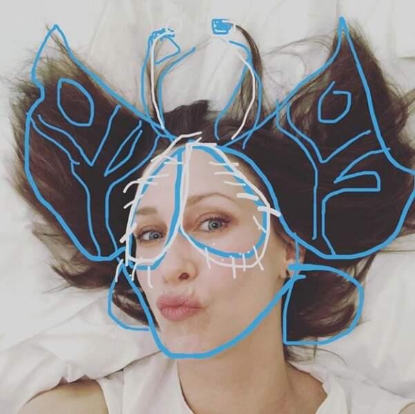 """Vera Farmiga vient de découvrir la fonction """"dessin"""" sur son téléphone..."""