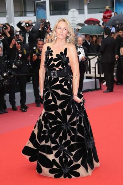 Estelle Lefebure ou l'art de prendre 5 kilos avec une robe !