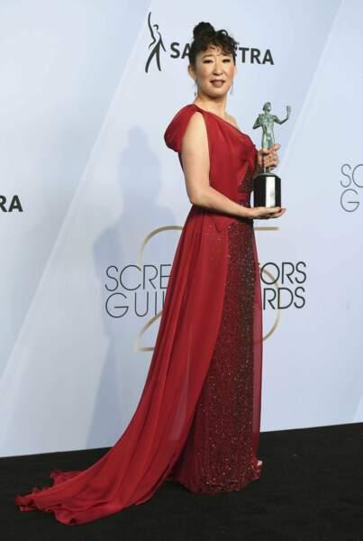 Après les Golden Globes, Sandra Oh peut ajouter une statuette à sa cheminée avec son rôle dans Killing Eve