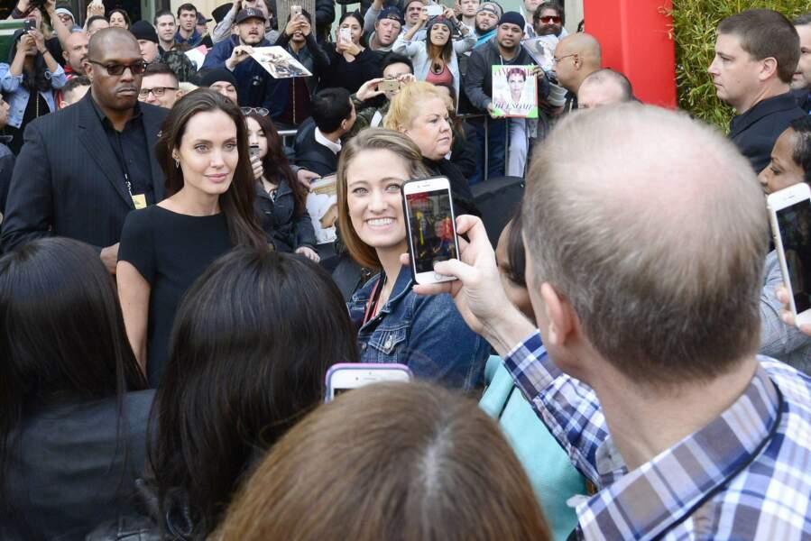 Evidemment, les spectateurs étaient présents pour faire de nombreux selfies avec l'actrice !