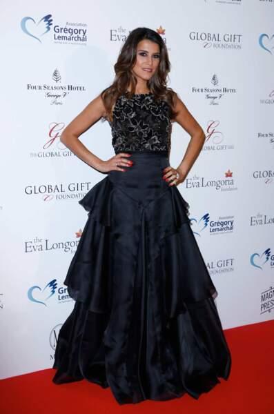 On admire la robe de Karine Ferri, qui valait le détour !
