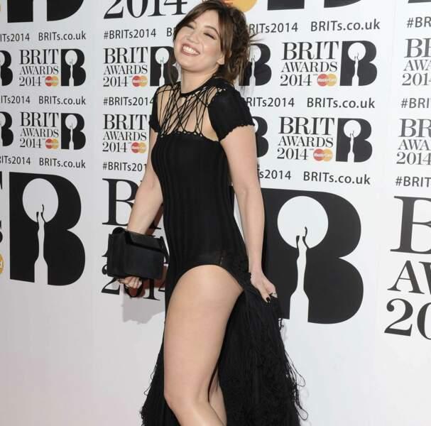 Ouh : sacrée robe fendue pour Daisy Lowe !