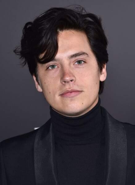 Avec son frère, il jouait dans La Vie de croisière de Zack et Cody. Aujourd'hui, c'est une star de Riverdale.