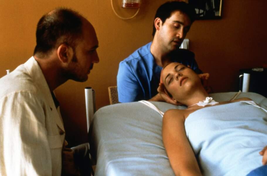 Le bouleversant Parle avec elle sort en 2002 avec un magnifique duo d'acteurs Javier Camara et Dario Grandetti