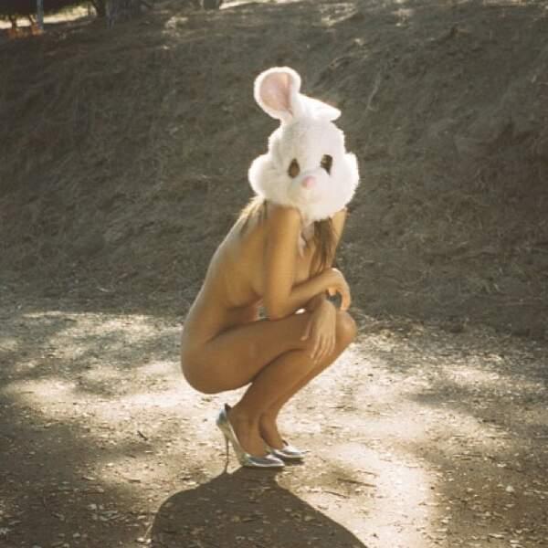 Bonus. Cette photo invraisemblable où elle est pose nue.
