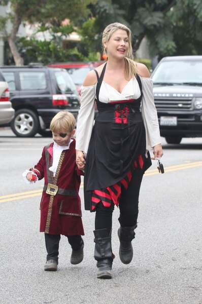 Ali Larter en tenue de pirate