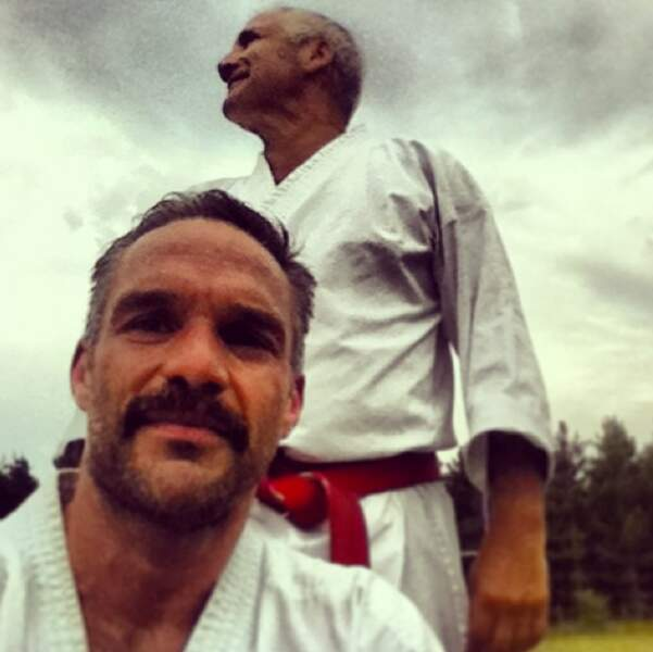 ... tout comme on ignorait qu'il maîtrisait les arts martiaux