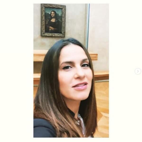 Elisa Tovati a fait du tourisme à Paris.
