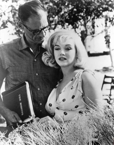 Arthur Miller, lui, écrira le film Les Désaxés pour son épouse Marilyn Monroe. La même année, ils divorcent.