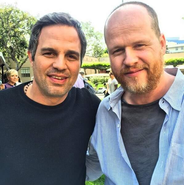 """Mark Ruffalo et le """"Maestro"""" (dixit l'acteur) Joss Whedon, le réalisateur du film."""