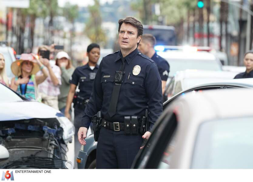"""Nathan Fillion reprend les enquêtes mais en enfilant l'uniforme: """"The Rookie: le flic de Los Angeles"""" sur M6."""