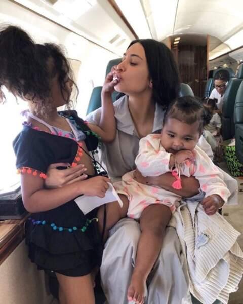Kim Kardashian était bien entourée de sa fille North et de sa nièce True.