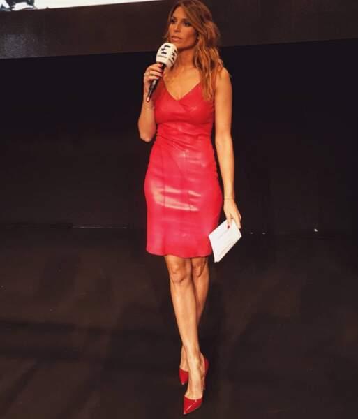 Rouge passion comme la robe en cuir de Laury Thilleman.