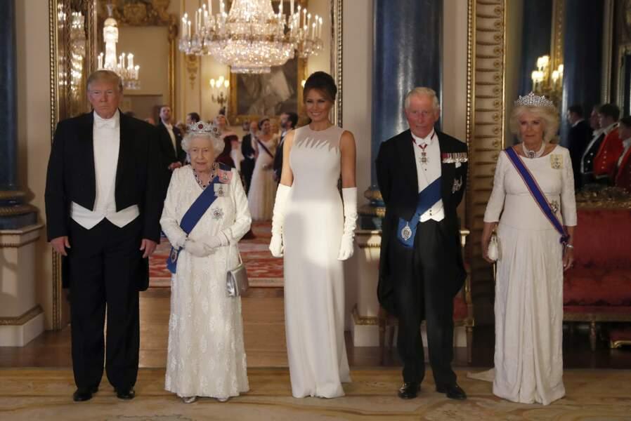 La souveraine avec les Trump et le couple héritier, Charles et Camilla