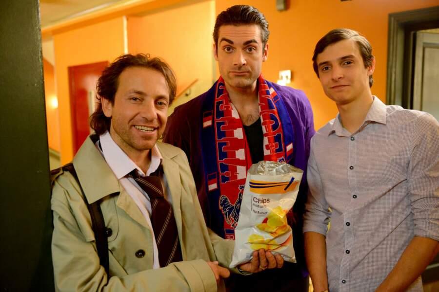 QUOI ??? Philippe Candeloro partage même ses chips. Que lui arrive-t-il ?