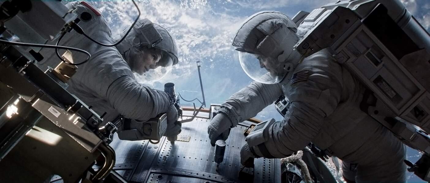 Sandra Bullock et George Clooney perdus dans l'espace dans Gravity