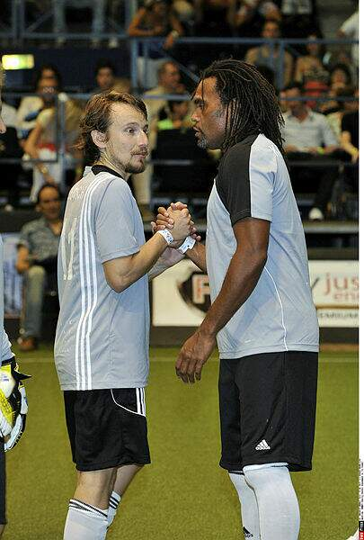 Lorant Deutsch en grande discussion avec Christian Karembeu