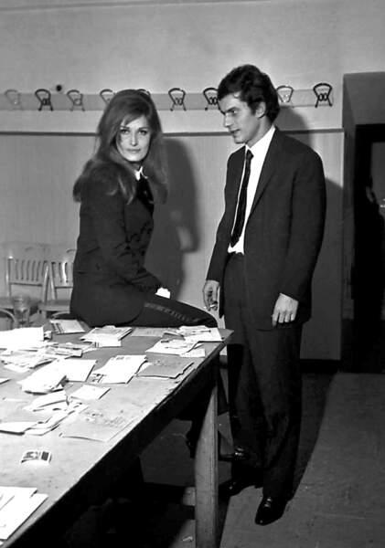 En 1967, Dalida et son amant le chanteur italien Luigi Tenco dont le suicide au Festival de San Remo l'anéantira.