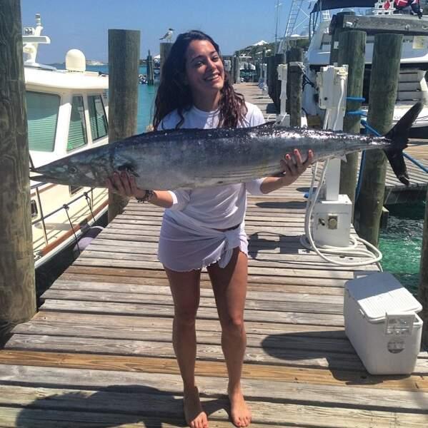 Les poissons par contre, elle les pêche. Jolie prise !