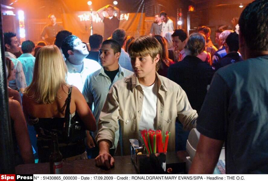 En 2003, Ben McKenzie décroche le rôle principal de Ryan Atwood dans la série Newport Beach