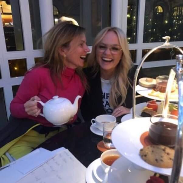 Tea time entre Spice Girls pour Geri Halliwell et Emma Bunton.