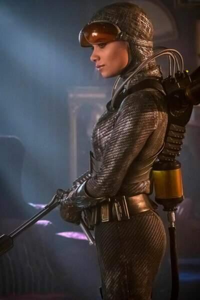 À partir de la saison 3, Bridgit Pike, alias Firefly, est incarnée par Camila Perez à l'écran
