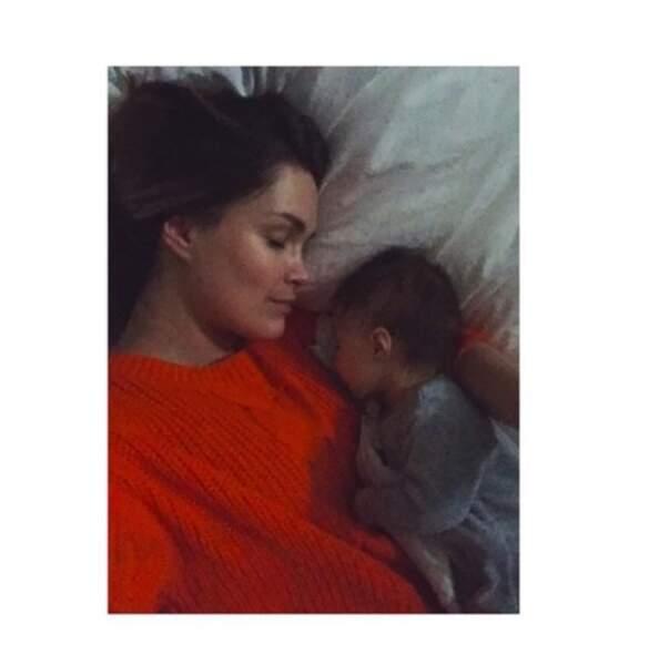 Un peu de douceur : Jeny Priez a fait la sieste avec sa petite Deva.