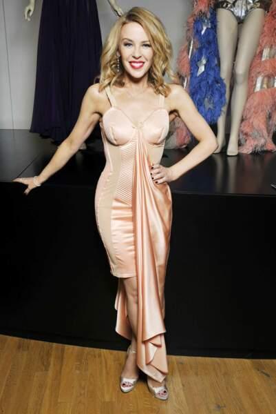 """La boucle est bouclée avec Kylie Minogue, en mars 2015, au vernissage de l'exposition """"Jean Paul Gaultier"""" à Paris"""